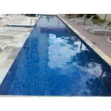 Limpeza de piscinas na Vila do Cruzeiro