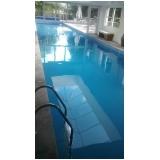 limpeza de piscina de azulejo