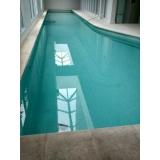 limpeza de sujeira na piscina